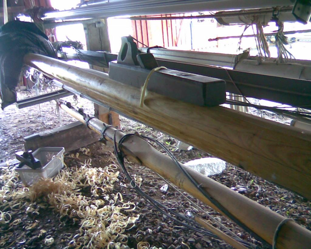 Masteskuret på Orø Havn kunne fint bruges til høvlearbejdet. Det var nemt at finde en god højde! Den smukke høvl fik jeg for mange år siden af min afdøde morbror Frank Bordal.