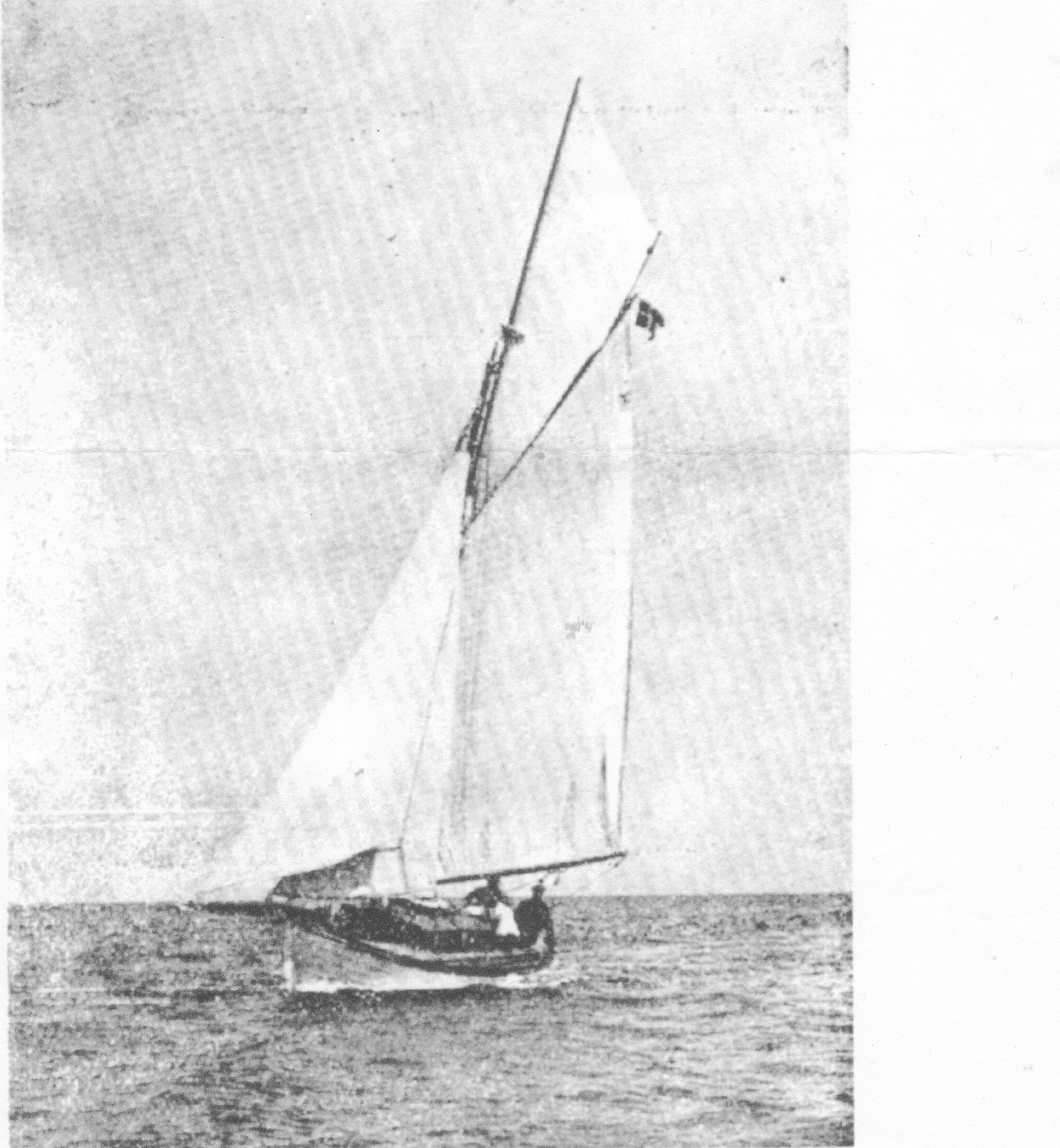 Spray på kapsejlads i Frem 1919. Billedet er fra klubbens årshæfte samme år. En båd i fin balance!