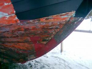 Malingen er ved at blive skrabet af, under den sidder gammel primer.