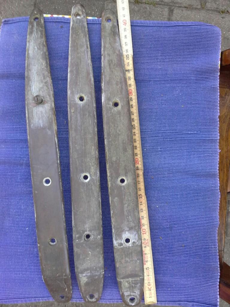 Røstjern, udvendige, til glatbygget båd, massiv bronze, 3 stk, sælges samlet, 200 kr.