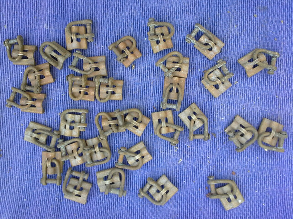 Sejlslæder med sjækler i massiv bronze. 33 stk sælges samlet pris 200 kr.